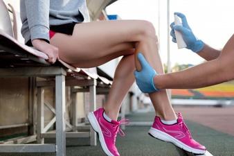 sports doctor treating injured sportman s knee 133994 1380