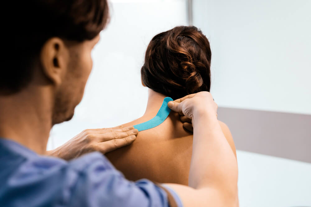 physiotherapist giving shoulder therapy woman clinic physical treatment concept 1
