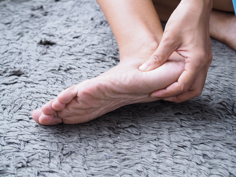 foot injury use hand massage feet relax muscle from heel pain